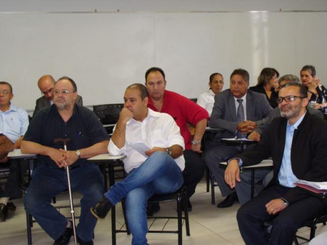 Da esquerda para a direita: Alberto Hercílio(CONTAG), Vagner Freitas(CUT NACIONAL), Irineu Messias(CNTSS/Sindsprev/PE).Sandro Alex Cezar( CNTSS, de vermelho), e Alexandre Lisboa Barreto( ANASPS)
