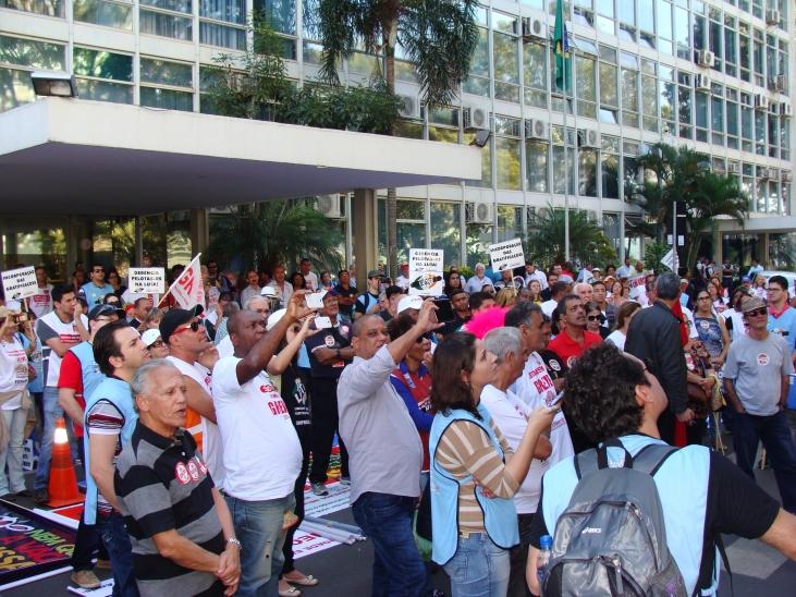 Servidores fizeram protesto em frente ao Ministério do Planejamento,  durante negociação , 21.07