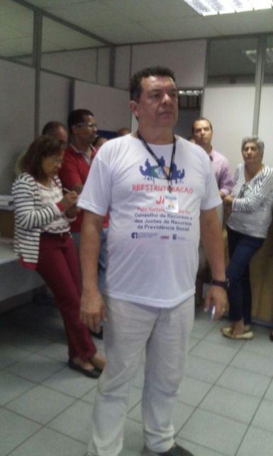 Edilson Busson, da Junta de Recursos, no Rio de Janeiro, participa da greve nacional.