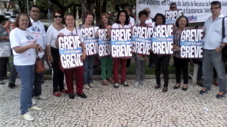 Servidores da Junta de Recurso, em Pernambuco, fortalecem a greve. Ato Público foi realizado em frente ao prédio onde funciona a Junta.