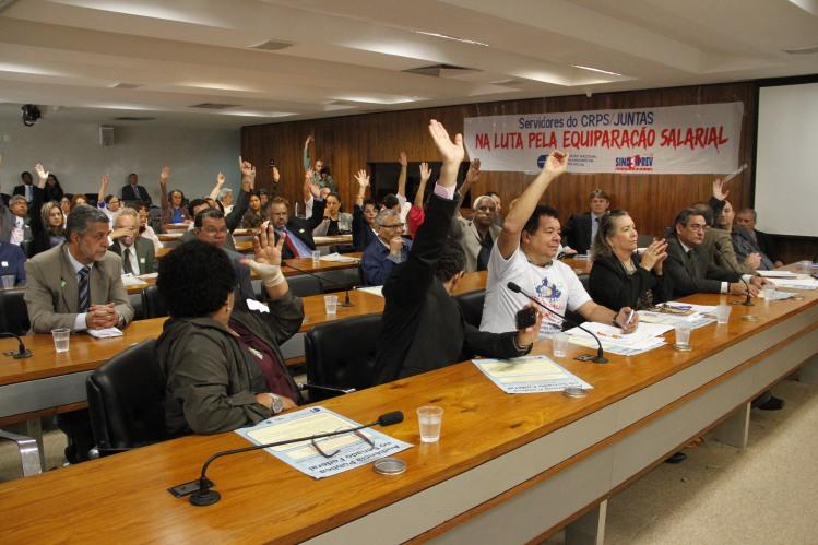 Em votação simbólica a Comissão de Direitos Humanos, aprovou as propostas dos servidores e conselheiros e as enviará ao Governo Federal, como sendo da própria Comissão.