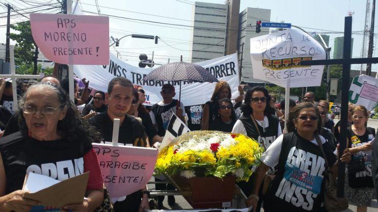 Jani Maria e vários outros servidores da Junta em Pernambuco estavam presentes na caminhada.