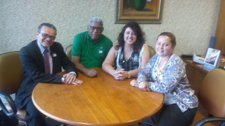 Com a deputada Cristiane Yared, PTN/PR, buscando apoio por equiparação salarial. A deputada já havia recebido uma comissão de servidores em Curitiba com este mesmo objetivo.