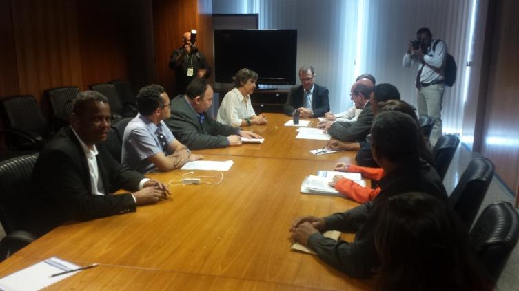 Deputada Kokay, primeira à esquerda, defende junto ao ministro Gabas e presidente Elisete, nossa equiparação Salarial.