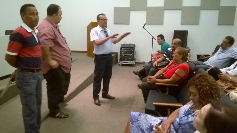 João Torquato, presidnete Sandro e Irineu Messias passando os informes das constantes negociações do o governo sobre nossa equiparação salarial